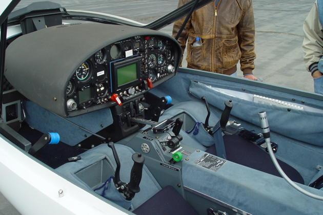 The Stemme S10-VT cockpit.