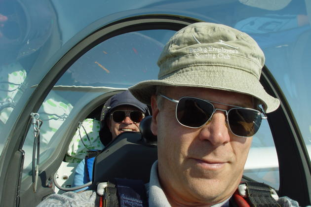 Charlie Hayes in the DG-1000 backseat, while I enjoy my first DG-1000 flight in the front.