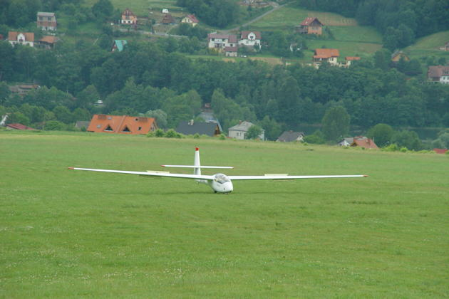 Landing uphill in the Puchacz at the Mountain Gliding School Zar.
