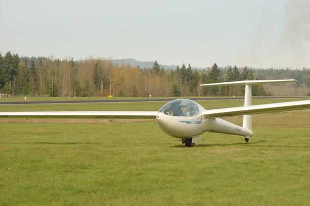 Starting my takeoff roll in Brian's DG-303. Photo by Brian Hood.