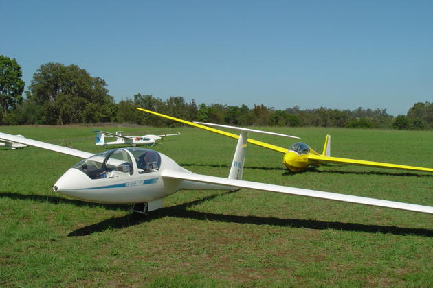 Another view of Southern Cross Gliding Club's DG-1000 and ASK-13.