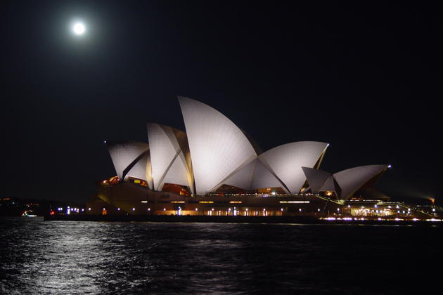 After a fun day of soaring, I was able to check out the moonrise over Sydney's Opera House.