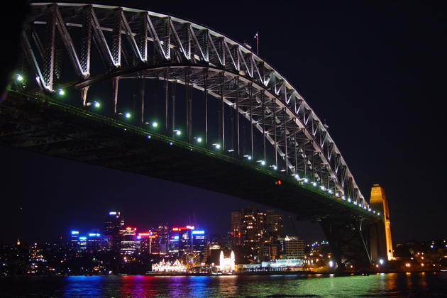 An nice evening view of Sydney's Harbor Bridge.