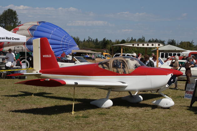 Dan and Linda Masys' beautiful RV-12 showing off at the Sequim Air Affaire.