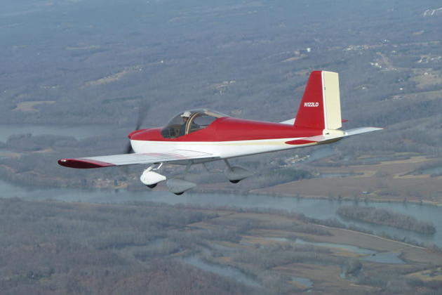 Dan Masys airborne on the first flight in his RV-12 in Tennessee. Photo courtesy Dan Masys.