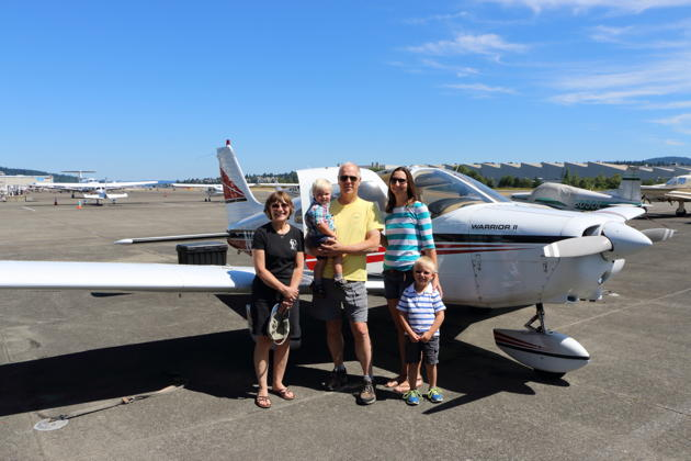 Ma, Nathaniel, Katie and Alex getting ready to fly on gorgeous Seattle summer July day. Photo by David Kasprzyk.
